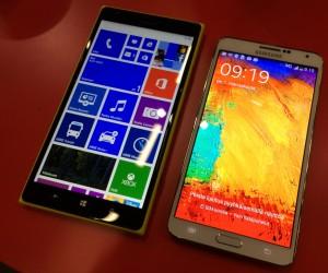 Lumia 1520 vs. Galaxy Note 3 - Lumia on totta kai isompi, koska näyttökin on kookkaampi mutta myös näytönreunukset ovat leveämmät