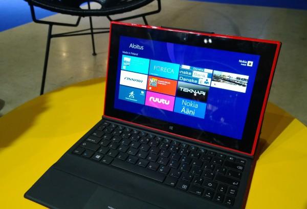 Nokia Lumia 2520 ja Power Keyboard -näppäimistöosa