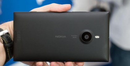 Nokia Lumia 1520:n musta versio