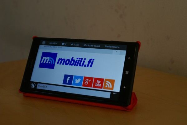 Nokia Lumia 1520 ja Protective Cover -suojakuor