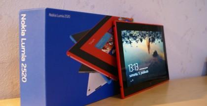 Nokia Lumia 2520 ja sen myyntipakkaus