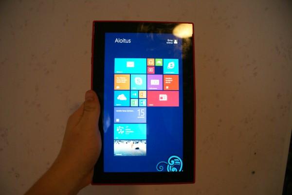 Windows 8.1 RT toimii myös pystyasennossa, mutta kuitenkaan käyttö ei ole kovin miellyttävää