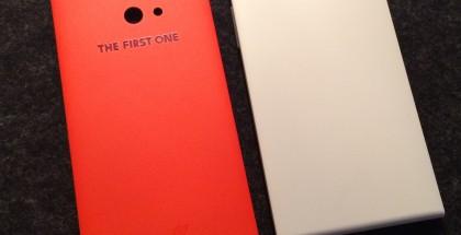 Jollan punainen The First One -puolikas ja normaali valkoinen puolikas