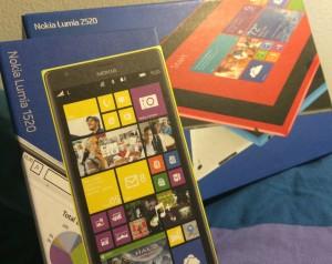 Lumia 1520:n ja Lumia 2520:n myyntipakkaukset