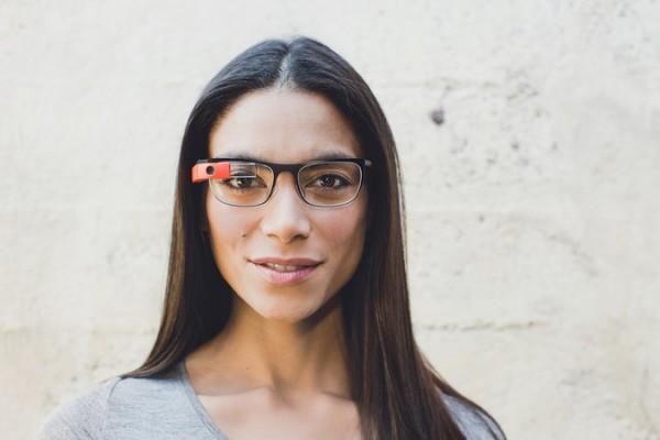 Google Glass ja yksi uusista silmälasisankamalleista
