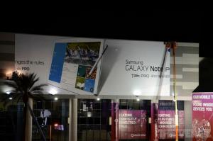 Samsungin Galaxy Note PRO -mainosbanneri CESissä The Vergen kuvassa