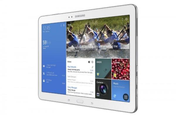 Samsung Galaxy Tab PRO 10.1 ja näytöllä Samsungin Magazine UX, josta Googlella ei tykätty