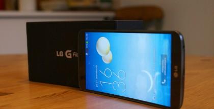 LG G Flex ja sen myyntipakkaus