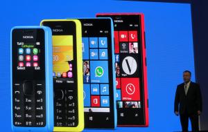 Elop oli aiemmin mukana myös julkistamassa 105-mallia 301:n, Lumia 520:n ja Lumia 720:n rinnalla vuosi sitten Mobile World Congressissa