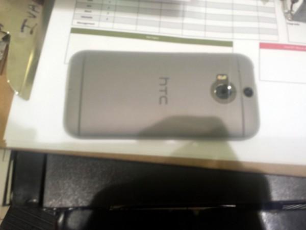 HTC:n uusi One takaa HardForum-keskustelupalstalla julkaistussa kuvassa