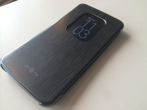 LG tarjoaa G Flexille myös kääntyvää ikkunasuojakuorta, joka vaikutti mukavalta lisältä ja suositeltavalta hankinnalta