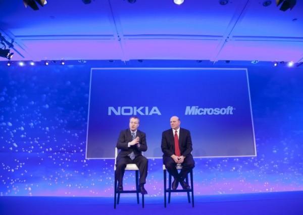Nokian Elop ja Microsoftin Ballmer lavalla 11. helmikuuta 2011