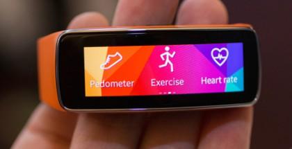 Samsung Gear Fit ja värikäs Super AMOLED -näyttö