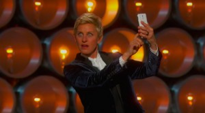 Ellen DeGeneres Oscar-gaalassa Samsungin Galaxy Note 3:n kanssa