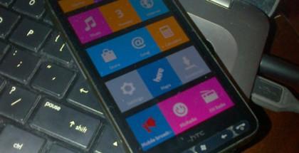 Nokia X:n käyttöliittymä portattuna vanhalle HTC HD2 -älypuhelimelle