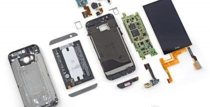 HTC One (M8) iFixitin purkamana