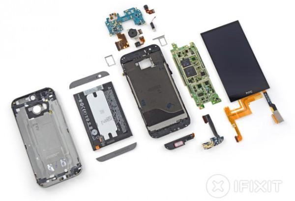 HTC One (M8) iFixitin purkamana