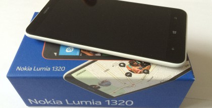 Nokia Lumia 1320 ja sen myyntipakkaus