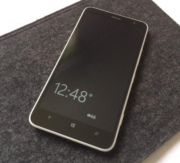 Nokia Lumia 1320 ja vilkaisunäytön tiedot