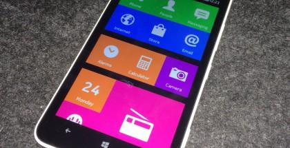 Nokia X interface -sovellus toiminnassa Nokian Lumia 1320 -Windows-puhelimessa