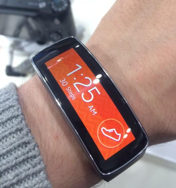 Samsung Gear Fitin kaareva näyttö on upea