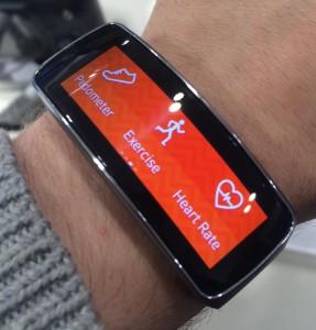 Gear Fitistä löytyy erilaisia liikunnan seurantatoimintoja: askelmittari, harjoitustilat pyöräilylle, juoksulle ja kävelylle sekä sykemittari