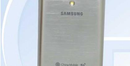 Samsung SM-G3858 takaa - yläreunasta löytyy todennäköisesti videoprojektori