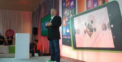 Nokian ex-toimitusjohtaja, joka siirtyy puhelinliiketoiminnan mukana Microsoftille laitekehityksen johtoon, esiintyi Lumia-väreihin sopivissa vihreissä Converseissa