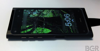 Amazonin ensimmäinen älypuhelin lisäkuorella suojattuna BGR:n kuvassa