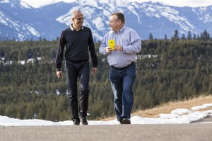 Microsoftin pääjohtaja Satya Nadella sekä Nokialta Microsoftille laitekehityksen johtajaksi siirtynyt Stephen Elop