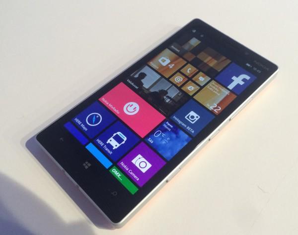 Lumia 930:ssä on muuten loistava näyttö, mutta Glance Screen uupuu