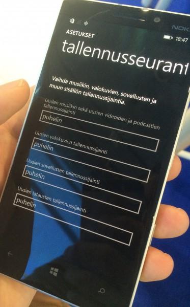 Lumia 930:ssä ei ole muistikorttipaikkaa, joten asetuksissa tallennuspaikkaa ei voida vaihtaa