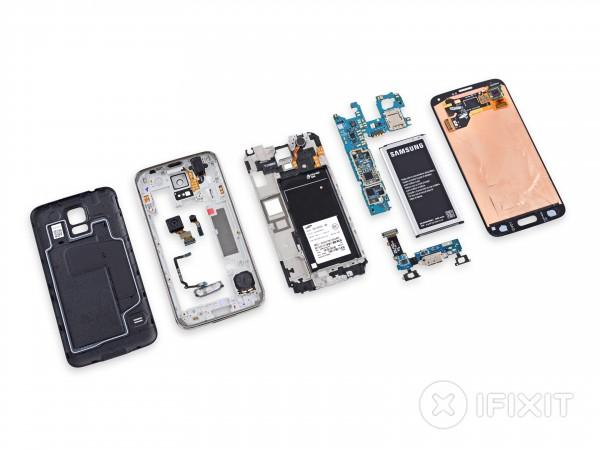 Samsung Galaxy S5 purettuna palasiin iFixitin toimesta