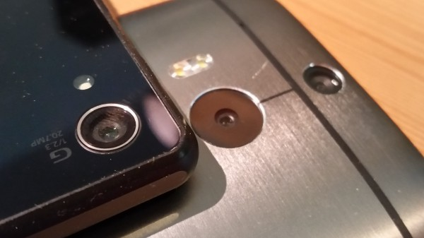 Kamerat ova myös näiden laitteidein erikoisuuksia. Sonysta löytyy 20,7 megapikselin kamera, kun taa HTC ei megapikseleistä välitä ja One (M8):ssa on neljän megapikselin tuplakamera