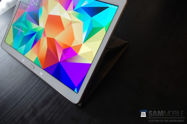 Galaxy Tab S Flip Coverilla tuettuna