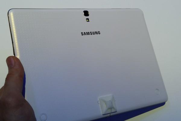 Galaxy Tab S 10.5 takaa