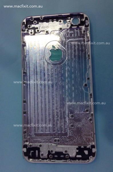 iPhone 6:n takakuoren sisäosa vuotokuvassa