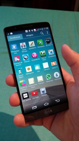 LG G3 tuntuu suurelta kädessä, mutta ei kuitenkaan aivan mahdottomalta