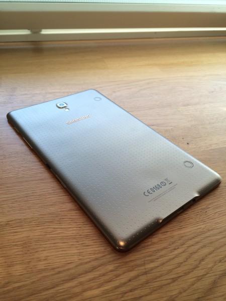 Samsung Galaxy Tab S 8.4:n pehmeä, muovinen takakansi
