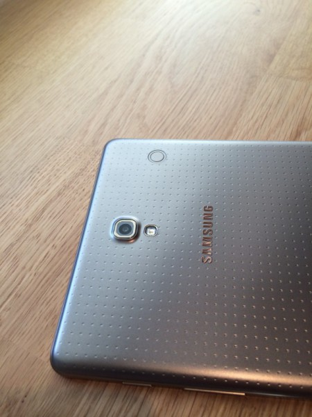 Samsung Galaxy Tab S 8.4:n kahdeksan megapikselin takakamera