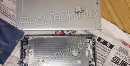 Vuotkuvassa rinnakkain 4,7- ja 5,5-tuumaisten iPhone-mallien takakuoret