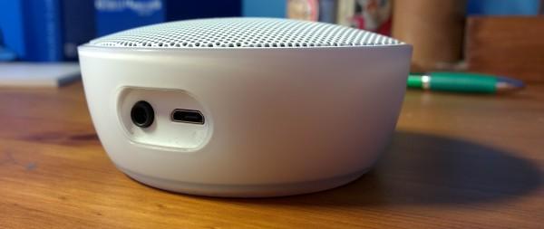 Nokia MD-12:n liitännät - näiden lisäksi yhteyden voi muodostaa Bluetoothin välityksellä