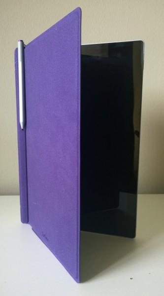 Surface-kynä kulkee parhaiten mukana Type Coverin laitaan kiinnitettynä.