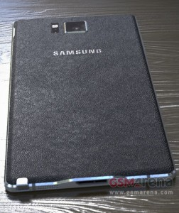 Vuotokuva Samsung Galaxy Note 4:n takaosasta
