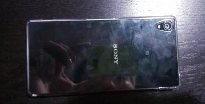 Vuotokuvassa luultavasti Sony Xperia Z3