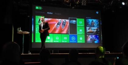Jussi Luoto esittelemässä Xbox Onea Suomen lanseeraustilaisuudessa