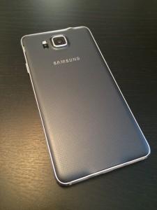 Galaxy Alphan takaosan materiaalit ovat S5:stä tuttuja