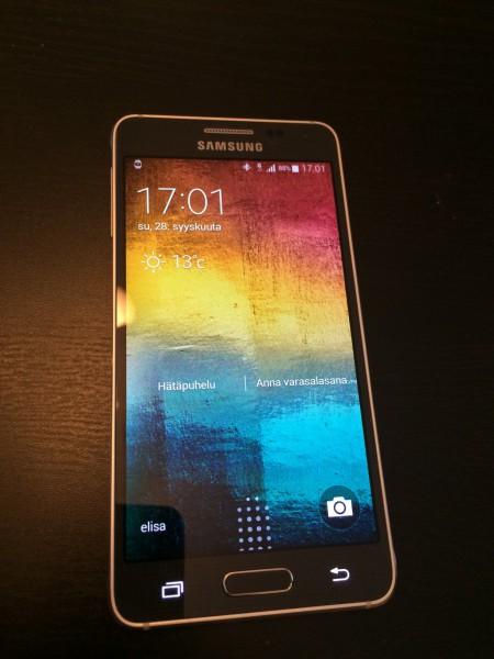 Samsung Galaxy Alphan Super AMOLED -näyttö
