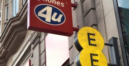 Brittiläisen operaattorin EE:n päätös olla uusimatta sopimusta Phones 4U:n kanssa sulkee yli 700 myymälää