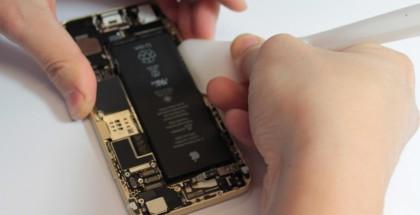 iPhone 6:n akku on tiukasti kiinni